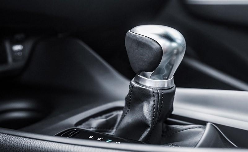2018 Toyota C-HR gear shift