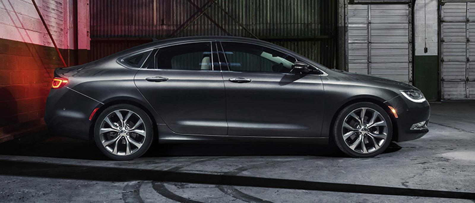 2015 Chrysler 200 Slider 5