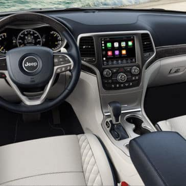 2018 Jeep Grand Cherokee interior dashboard