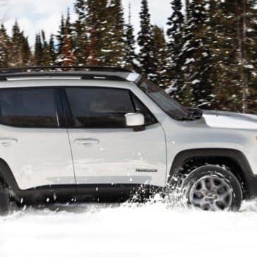 2018 Jeep Renegade drives through snow