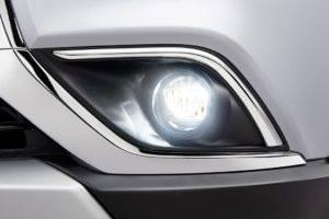 Fog-lights-on-2017-mitsubishi-outlander-front-bumper-exterior-overlay