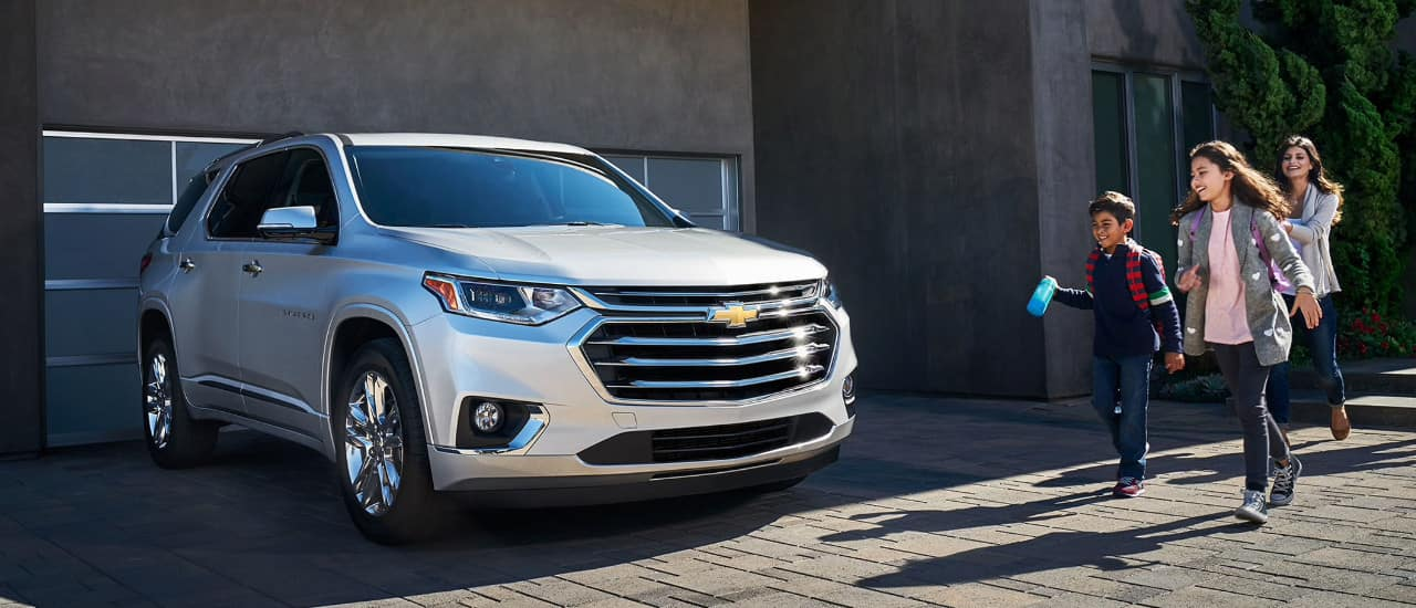 Family walks to 2018 Chevrolet Traverse