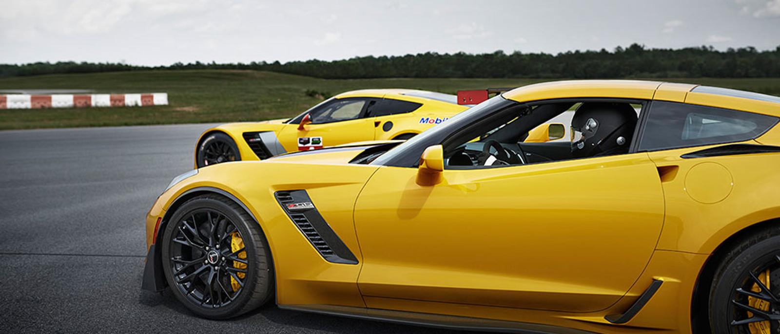 2015 Chevrolet Corvette Z06 Racing on Track