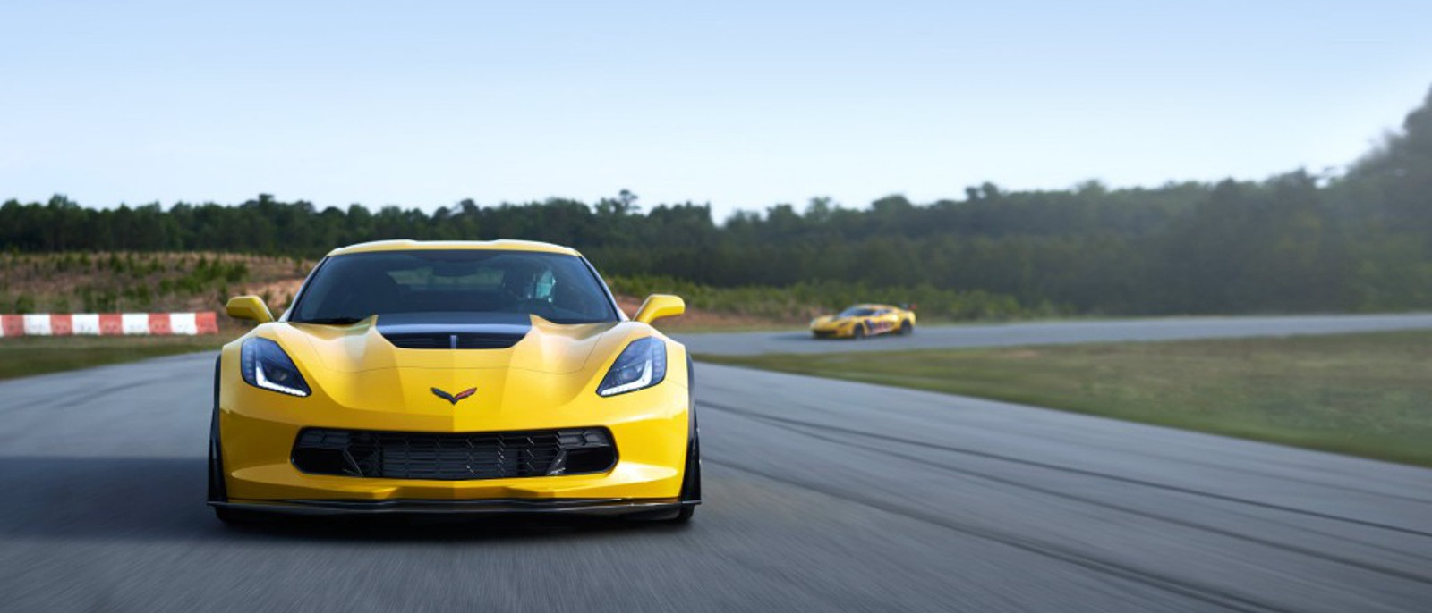 2017-chevy-corvette-z06-front-yellow1