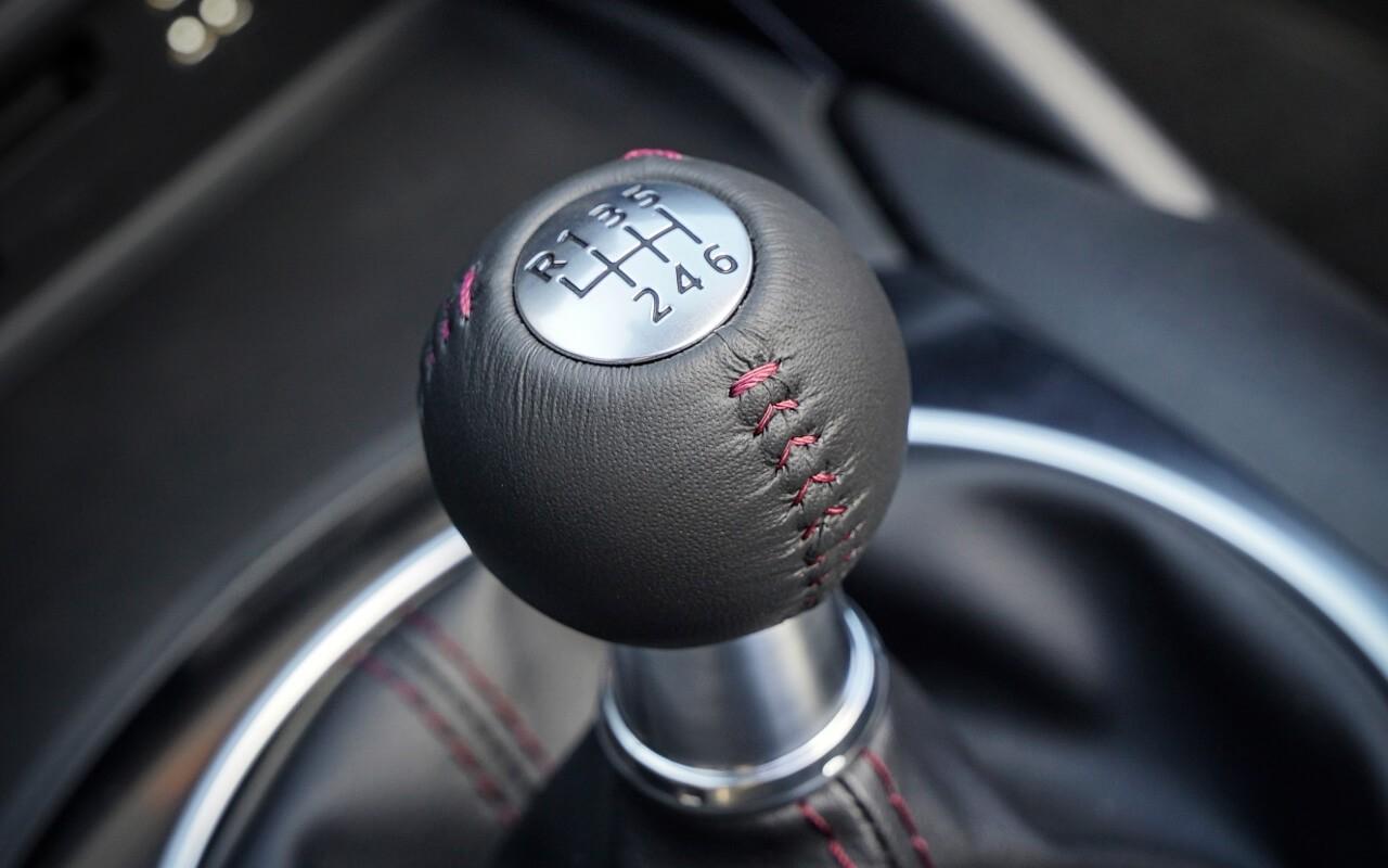 2017 Mazda MX-5 Miata gear shift