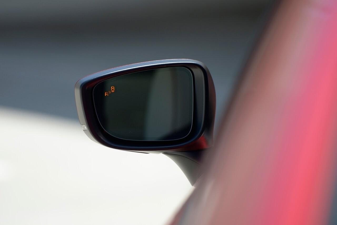 2017-Mazda6-Blind-Spot-Monitoring