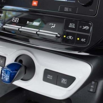 2017-Toyota-Prius-Four-Touring-Climate-Control