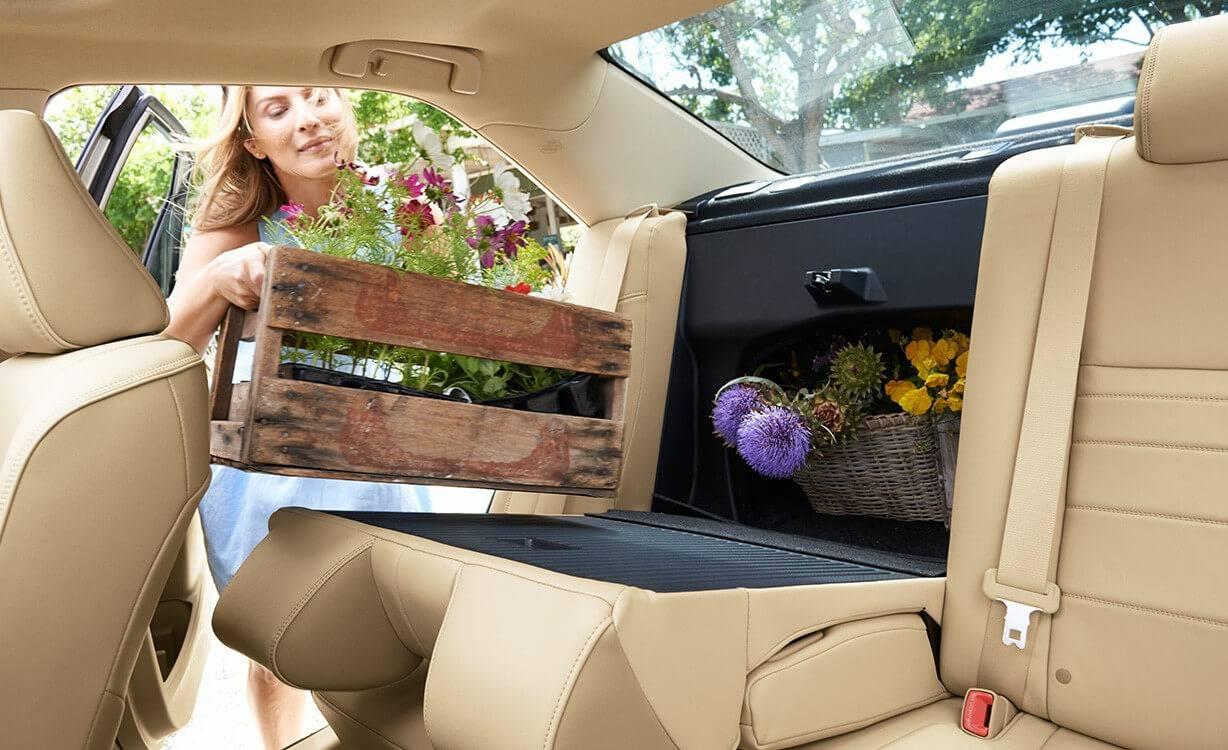 Toyota-Camry-XLE-Almond-Interior-Flowers