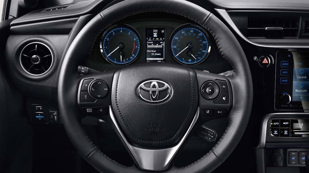 Toyota-Corolla-Premium-Package-Steering-Wheel