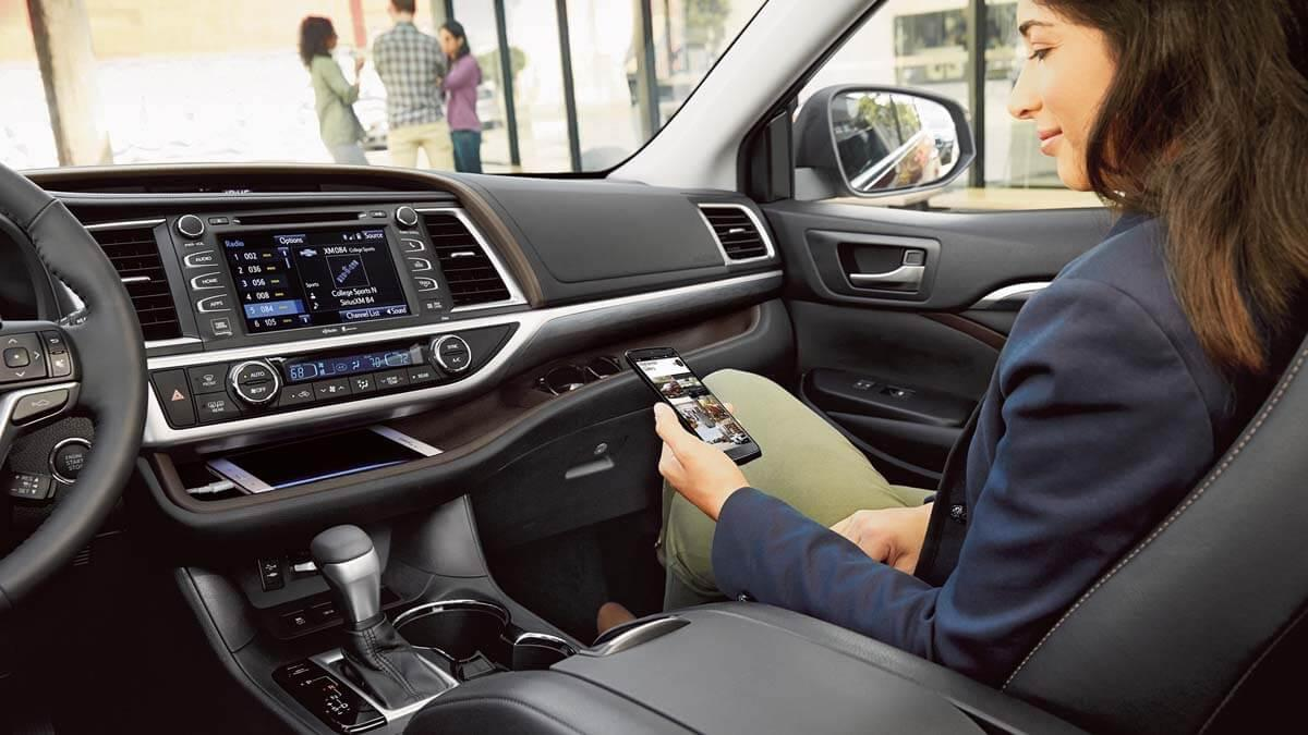 2017 Toyota Highlander Limited black interior with available platinum package dashboard