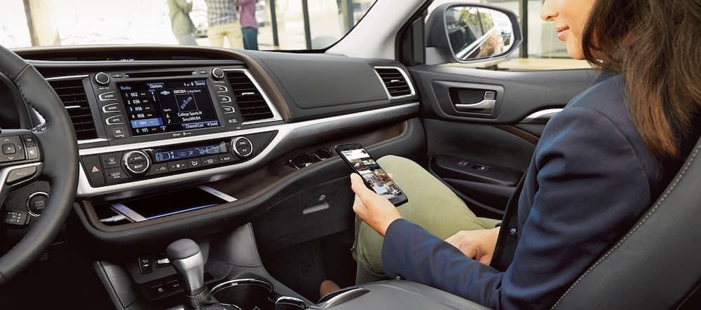 2019 Toyota Highlander interior with dashboard