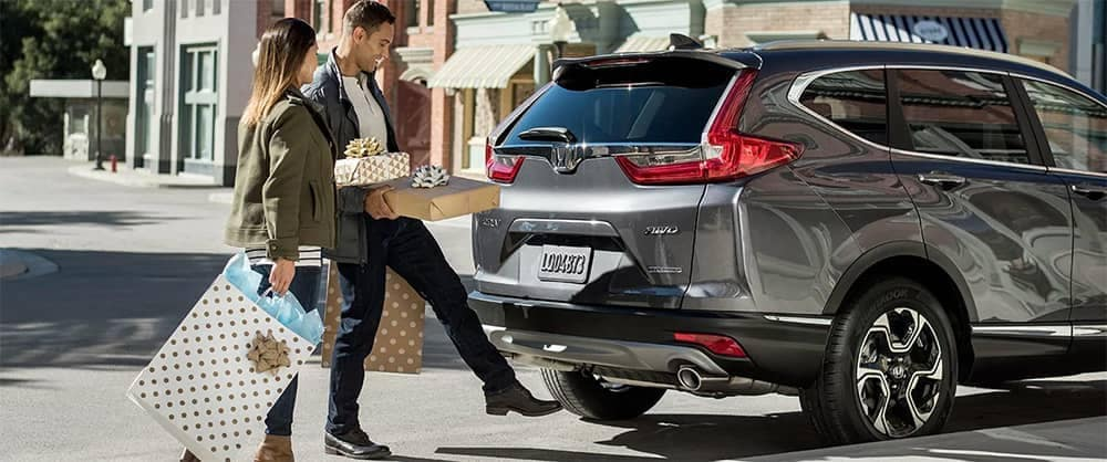 Couple loading presents into 2019 Honda CR-V