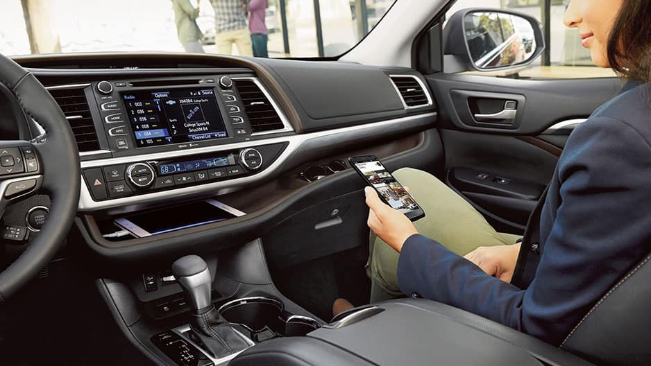 Technology Features of the New Toyota Highlander at Garber in Waukegan, IL