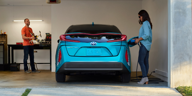 couple charging their 2018 Prius Prime