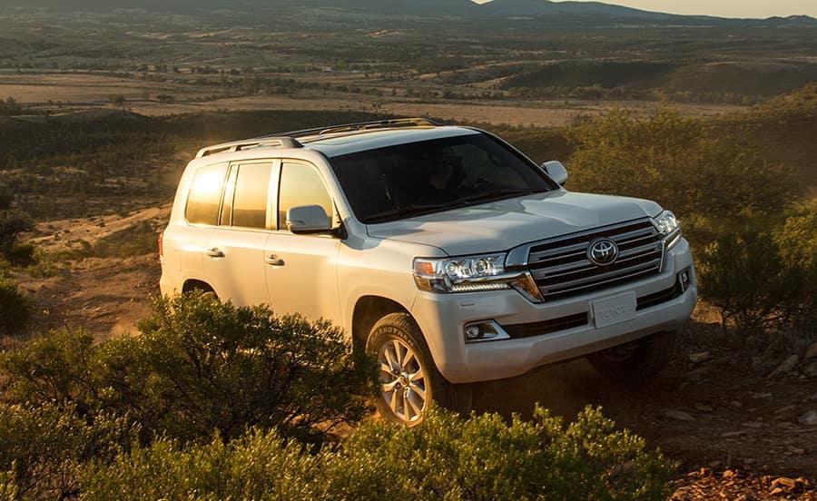 Toyota land cruiser vs lexus lx 570
