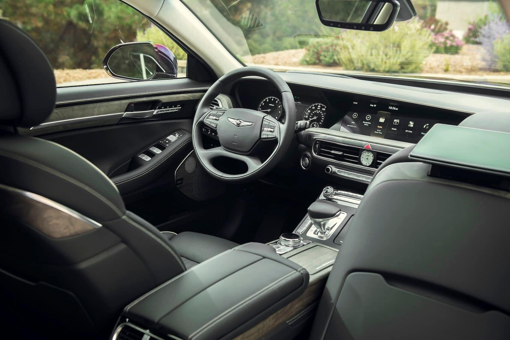 Genesis G90 Interior: Technology Highlights