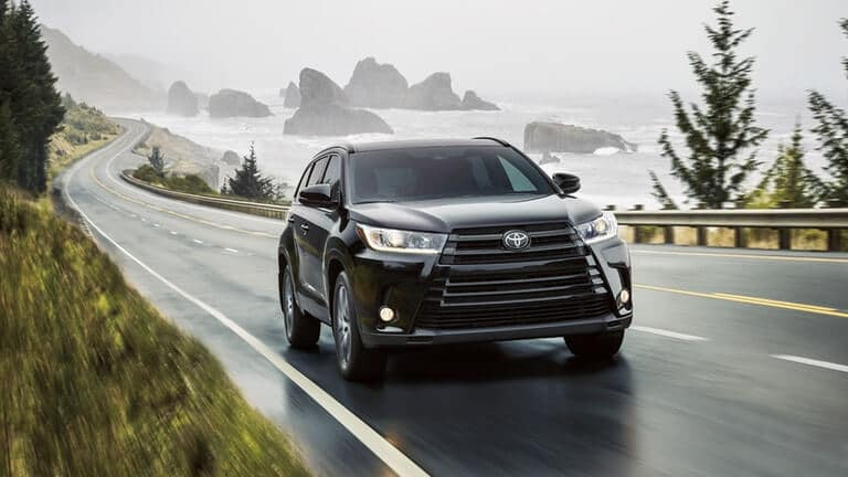 2018 Toyota Highlander in the rain