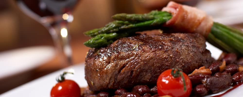 Grilled beef with tomato
