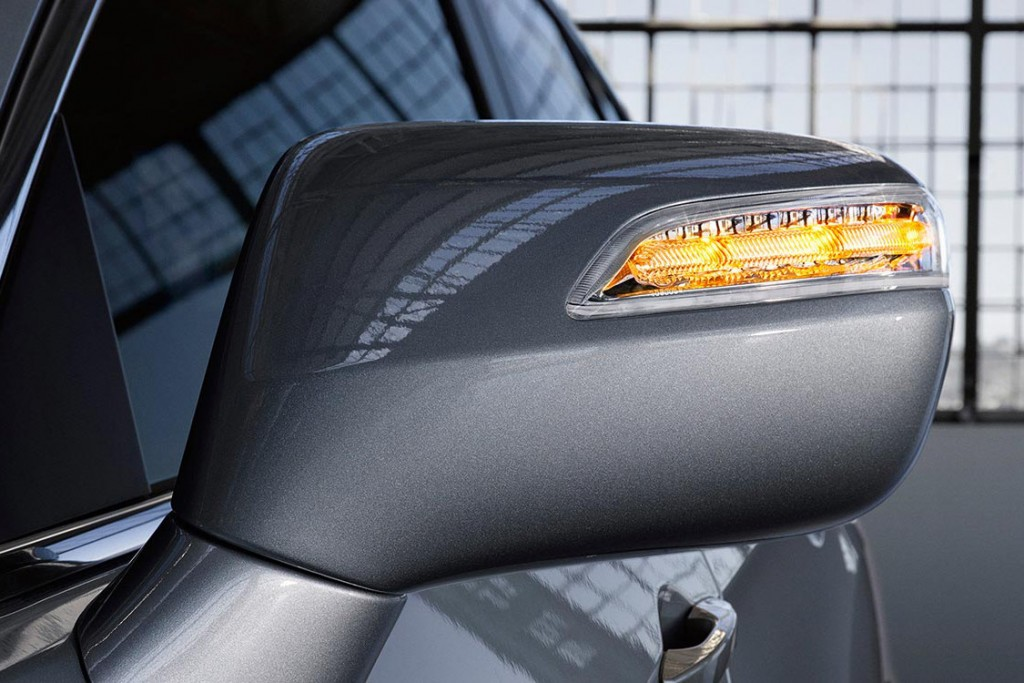 Auto dimming side mirrors