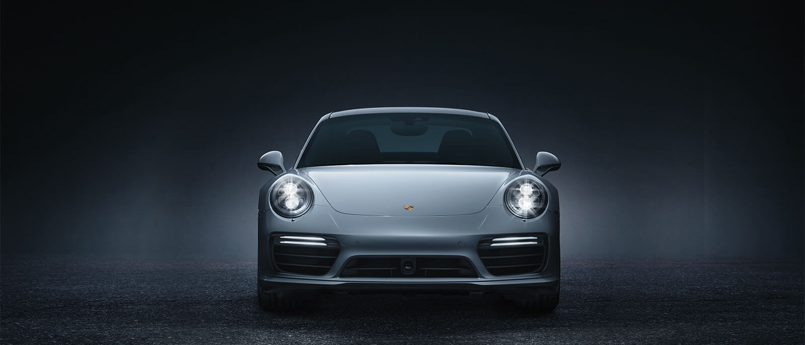 2016 Porsche 911 Turbo S front view