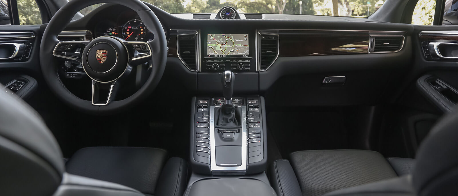 2017 Porsche Macan Turbo Interior