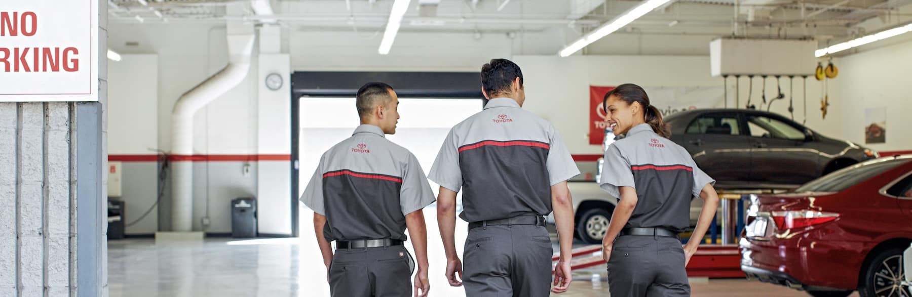 what different tire options are available at Lancaster Toyota in East Petersburg | Toyota technicians