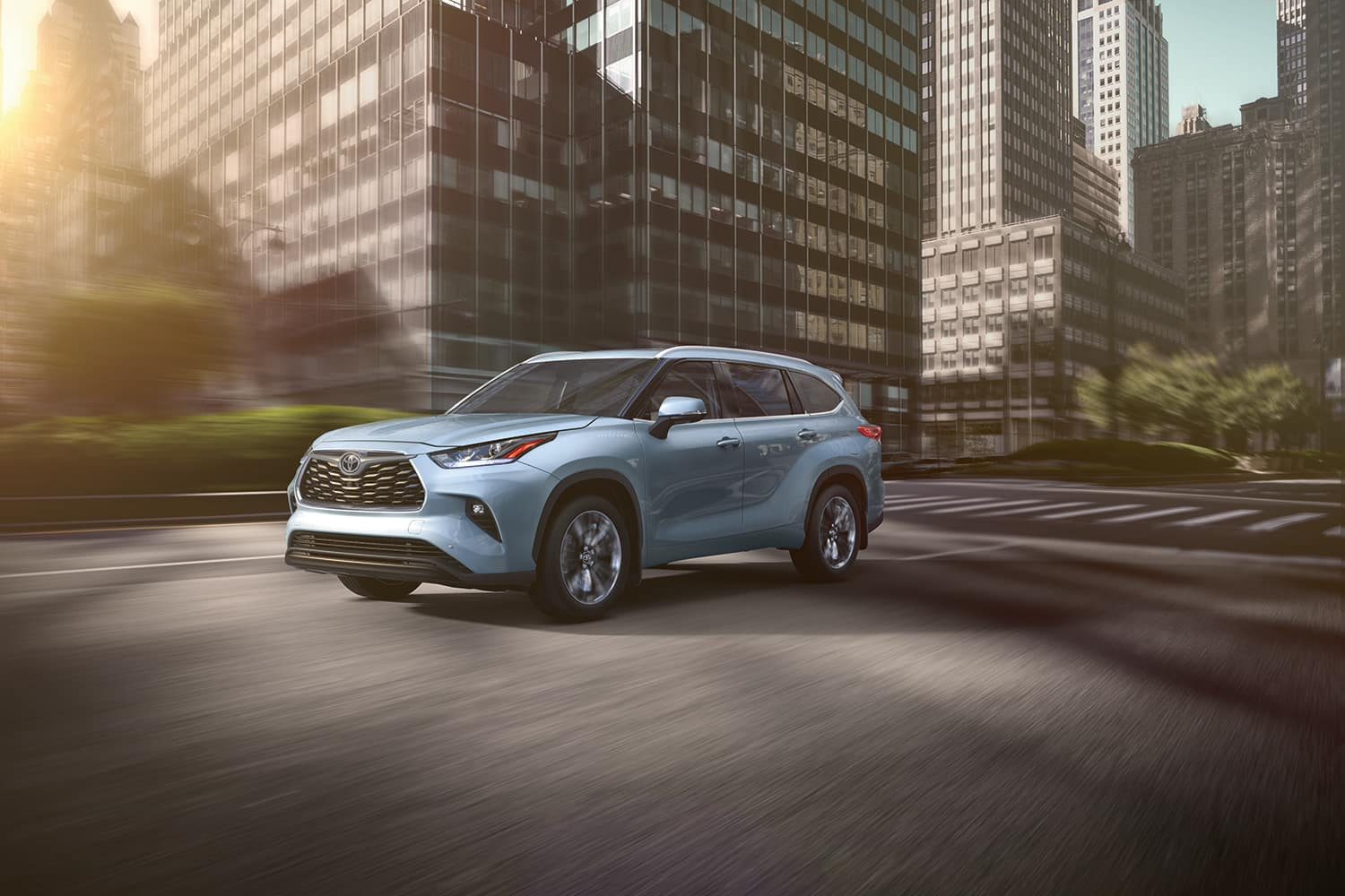 Lancaster Toyota is a Car Dealership in Lancaster near Wrights Ferry or Columbia PA | 2020 Toyota Highlander driving through city