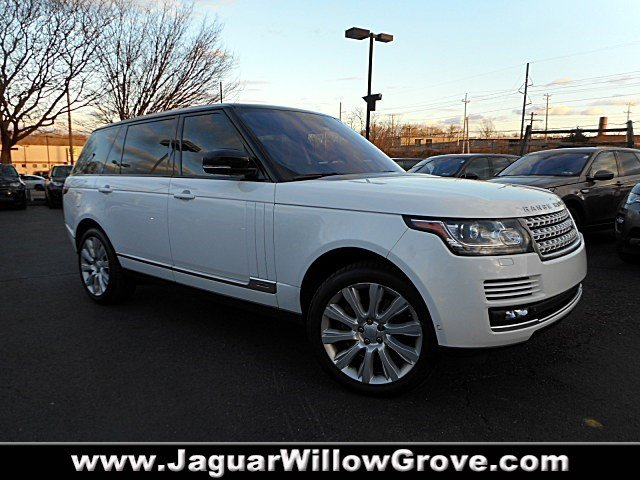 PRE-OWNED 2015 LAND ROVER RANGE ROVER SUPERCHARGED WITH NAVIGATION & 4WD
