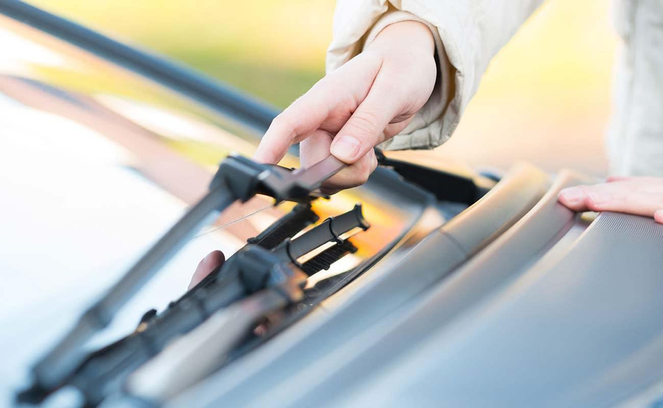 Replacing Toyota wiper blades