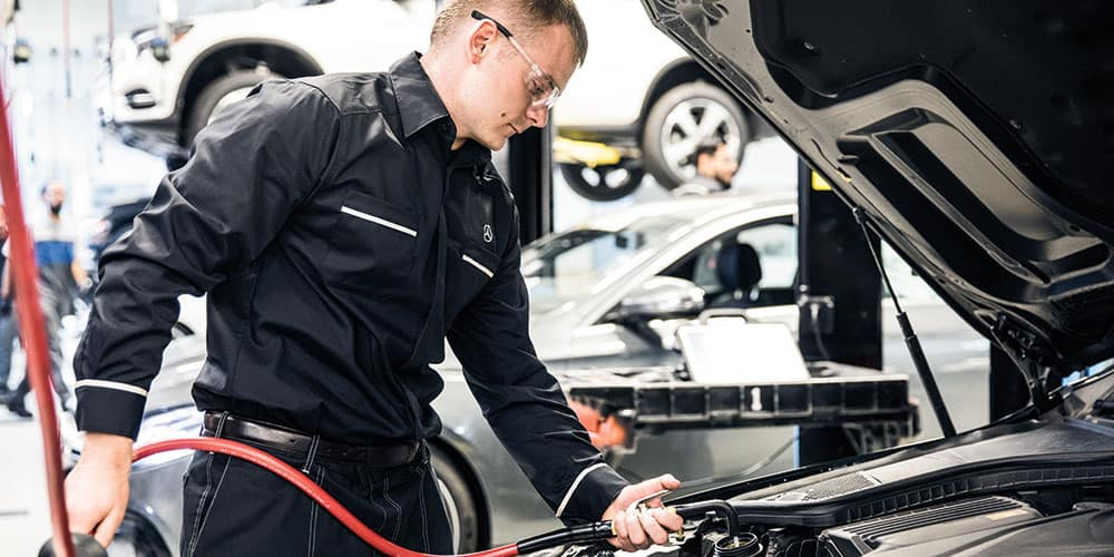 Mercedes-Benz Service Tech