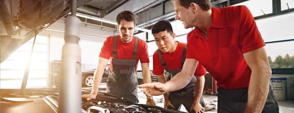 mechanics service vehicle oil change