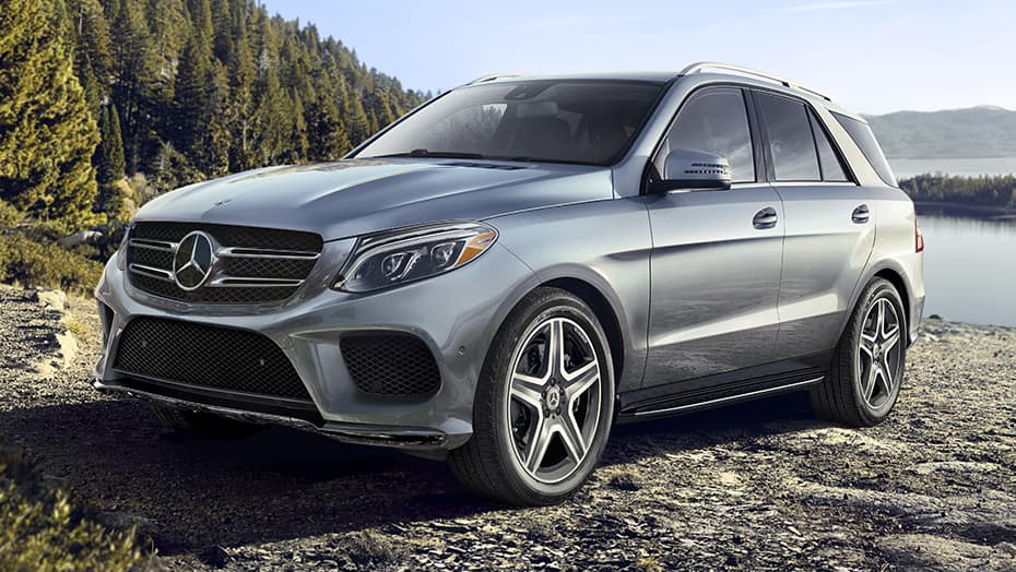 Image of a gray Mercedes-Benz GLE parked at the beach.