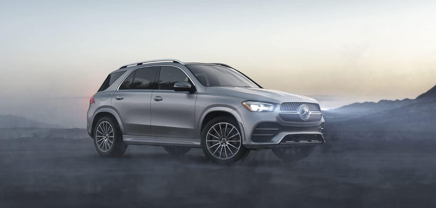 Image of a silver MErcedes-Benz GLE 350 parked in the fog.