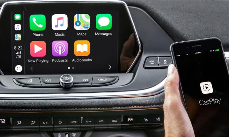 2020 Chevy Blazer Showing thecnology with tough screen and apple play
