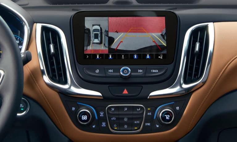 2020 Chevy Equinox touch screen showinf backup camera