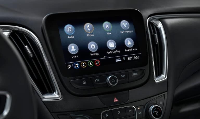 19Chevy-Malibu-InteriorInfotainmentScreen-5x3