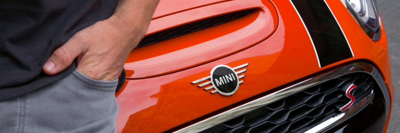 Close up shot of the MINI badge on a new MINI Hardtop