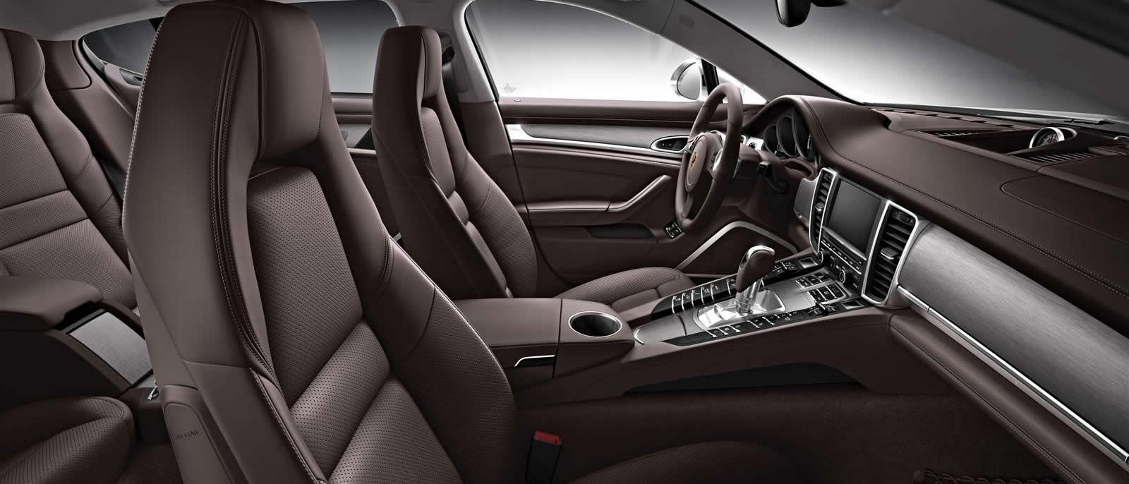 2016 Porsche Panamera 4 Interior