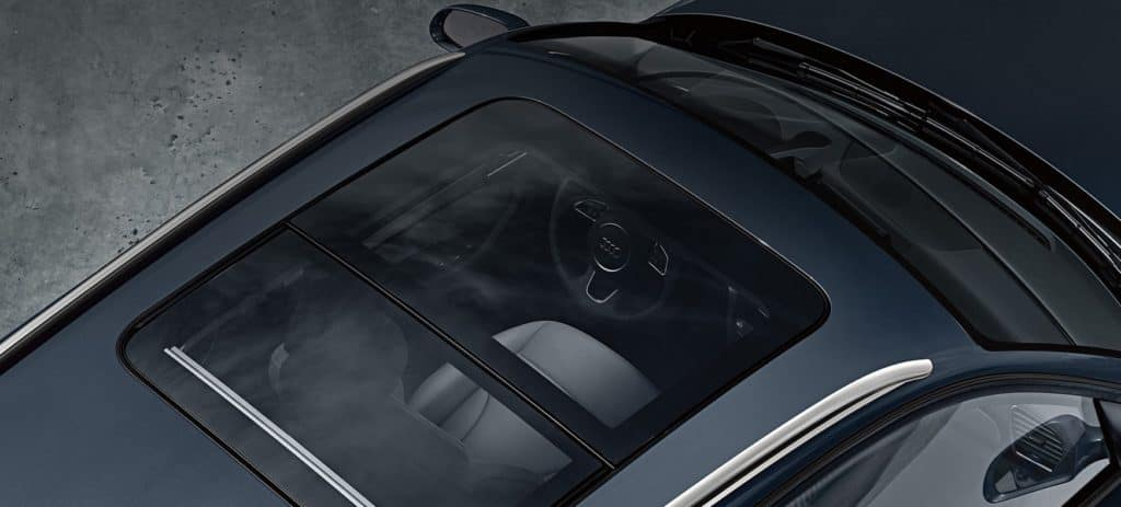 Audi Q3 2.0T - Panoramic Sunroof and Interior
