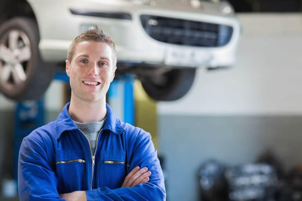 Experience mechanic in service department
