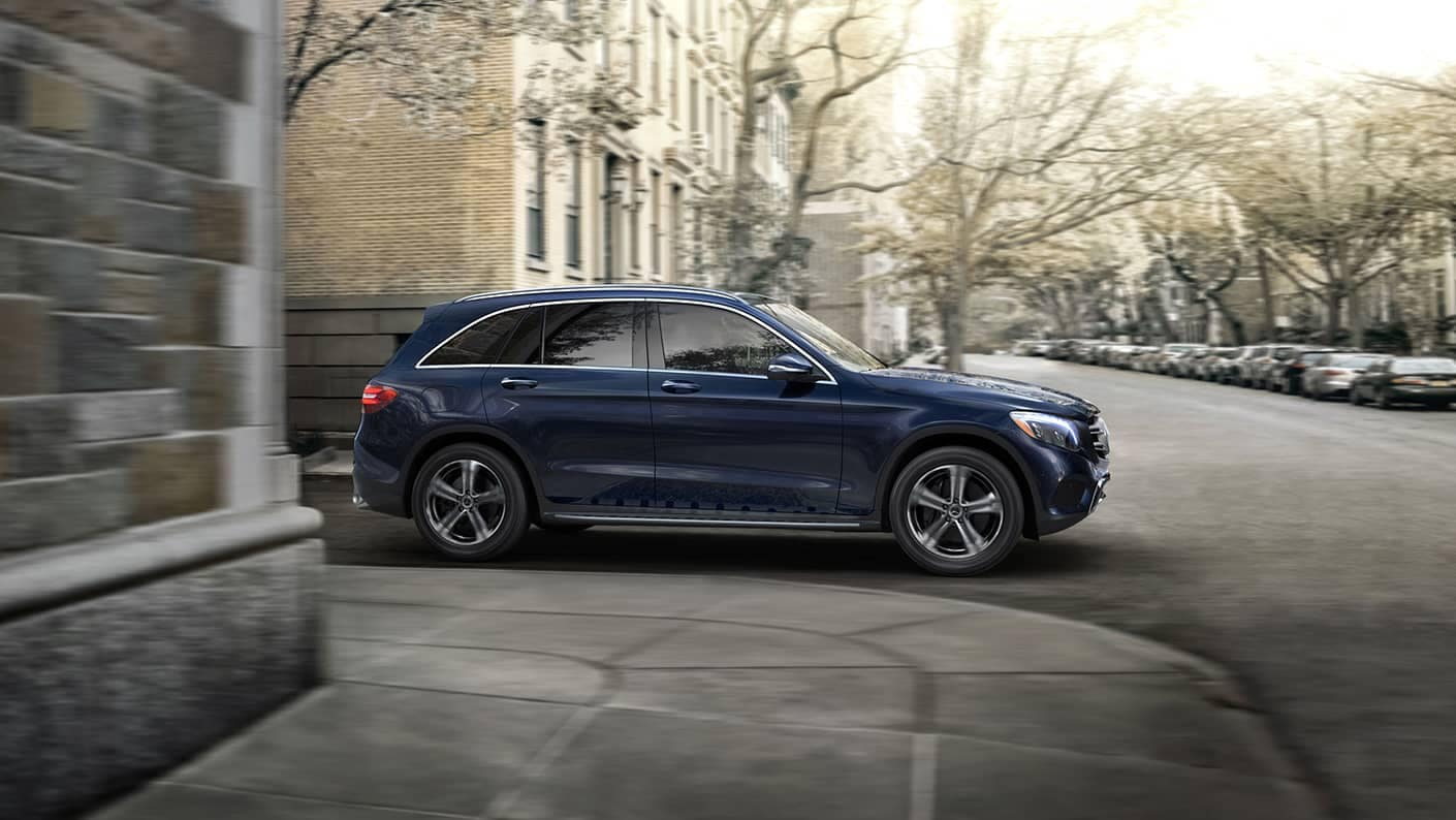 2019 Mercedes-Benz GLC going around corner